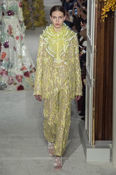 VALENTINO Haute Couture весна-лето 2019 (82957-Valentino-Haute-Couture-2019-16.jpg)