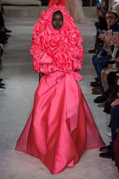 VALENTINO Haute Couture весна-лето 2019 (82957-Valentino-Haute-Couture-2019-b.jpg)