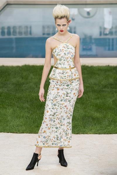 Chanel Couture весна-лето 2019 (83011-Chanel-Haute-Couture-2019-16.jpg)