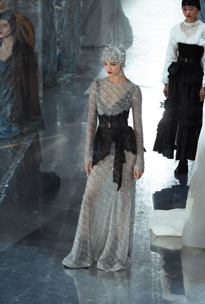 Ulyana Sergeenko Couture весна-лето 2019 (83065-Ulyana-Sergeenko-Couture-2019-12.jpg)