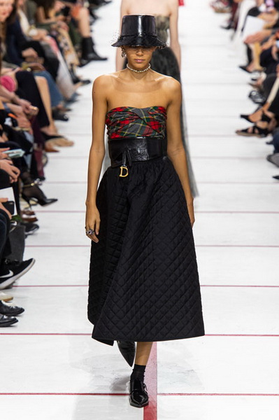 Dior осень-зима 2019 (83601-Dior-AW-2019-05.jpg)