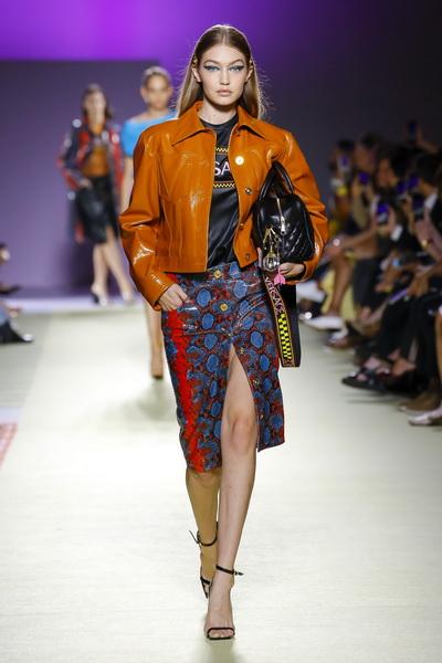 Versace весна-лето 2019 (84001-Versace-SS-2019-06.jpg)