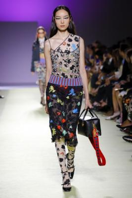 Versace весна-лето 2019 (84001-Versace-SS-2019-10.jpg)