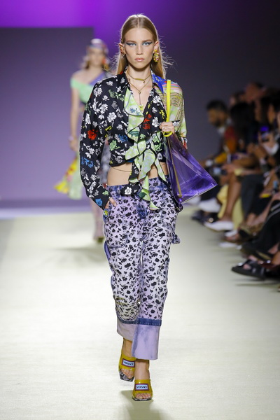 Versace весна-лето 2019 (84001-Versace-SS-2019-14.jpg)
