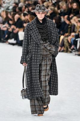 Chanel осень-зима 2019 (84051-Chanel-AW-2019-01.jpg)
