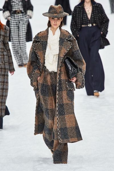 Chanel осень-зима 2019 (84051-Chanel-AW-2019-02.jpg)