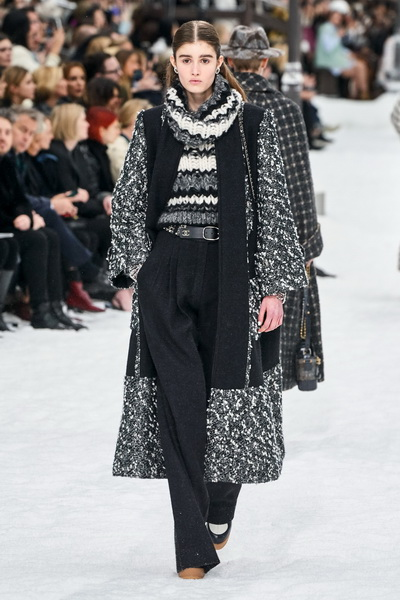 Chanel осень-зима 2019 (84051-Chanel-AW-2019-04.jpg)