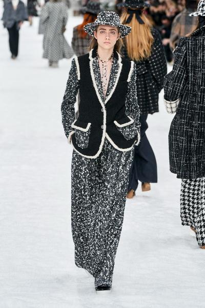 Chanel осень-зима 2019 (84051-Chanel-AW-2019-05.jpg)