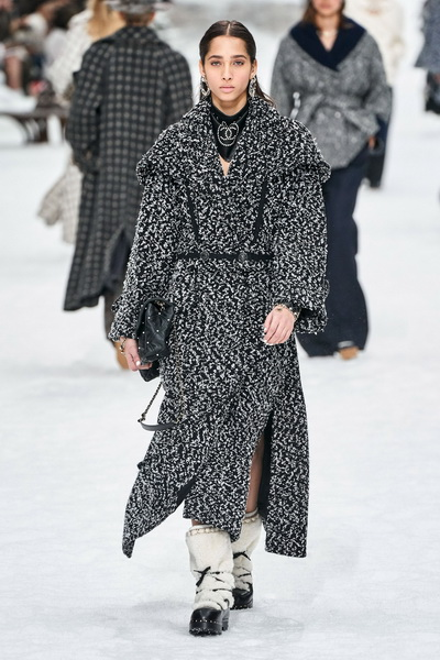 Chanel осень-зима 2019 (84051-Chanel-AW-2019-06.jpg)
