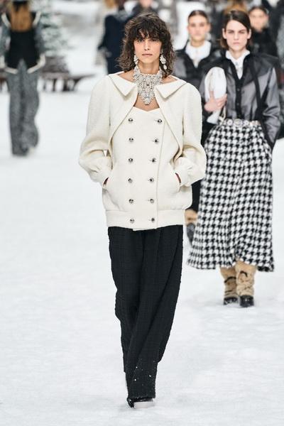 Chanel осень-зима 2019 (84051-Chanel-AW-2019-07.jpg)