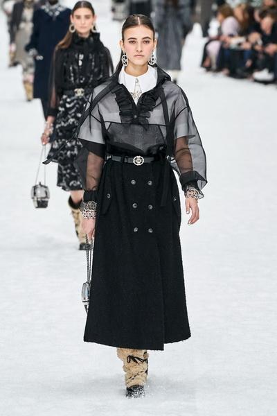 Chanel осень-зима 2019 (84051-Chanel-AW-2019-08.jpg)