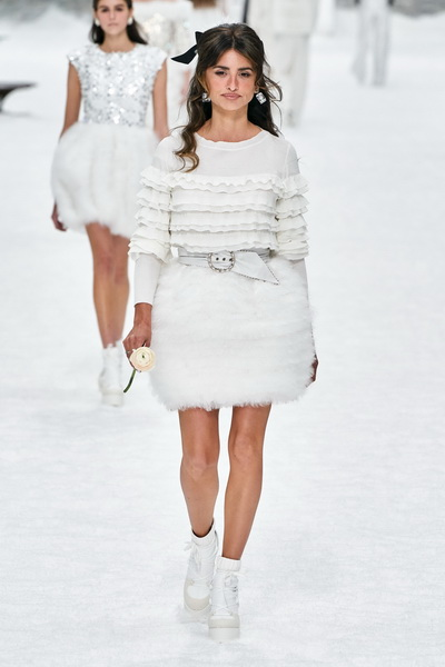 Chanel осень-зима 2019 (84051-Chanel-AW-2019-18.jpg)