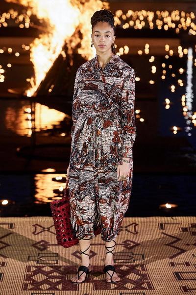 Christian Dior resort 2020 (84131-Cristian-Dior-Resort-2020-01.jpg)