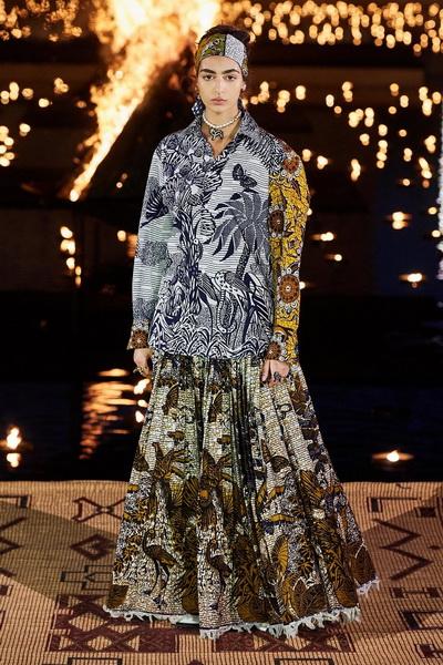 Christian Dior resort 2020 (84131-Cristian-Dior-Resort-2020-02.jpg)