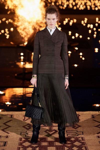 Christian Dior resort 2020 (84131-Cristian-Dior-Resort-2020-08.jpg)