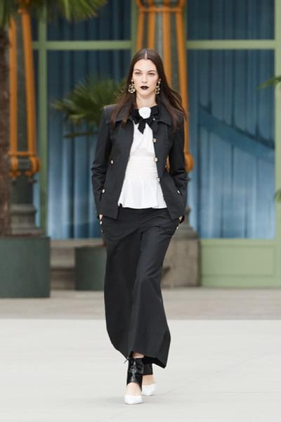 Chanel Cruise 2019/20  (84164-Chanel-Cruise-2019-01.jpg)