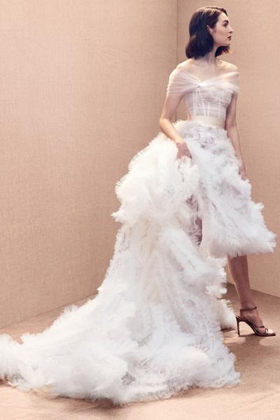 Oscar de la Renta свадебная коллекция весна-лето 2020 (84190-Oscar-De-La-Renta-Svadebnaya-Kollekciya-2020-10.jpg)