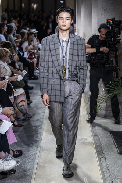 Giorgio Armani Menswear SS 2020 (84631-Giorgio-Armani-Menswear-SS-2020-06.jpg)