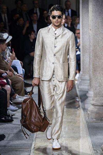 Giorgio Armani Menswear SS 2020 (84631-Giorgio-Armani-Menswear-SS-2020-09.jpg)