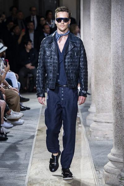 Giorgio Armani Menswear SS 2020 (84631-Giorgio-Armani-Menswear-SS-2020-10.jpg)