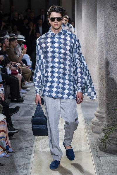 Giorgio Armani Menswear SS 2020 (84631-Giorgio-Armani-Menswear-SS-2020-14.jpg)