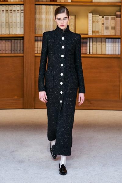 Chanel Haute Сouture осень-зима 2019-2020  (84948-Chanel-Couture-FW-2019-02.jpg)