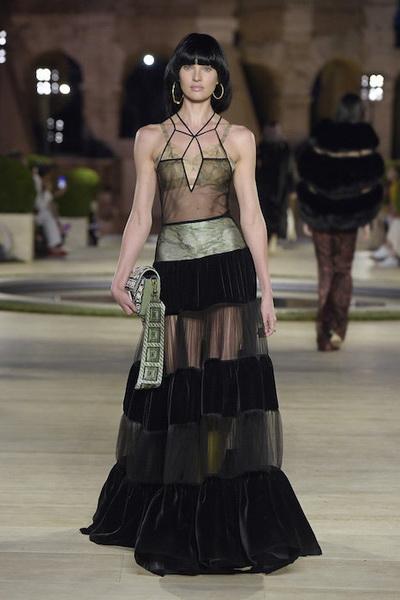 Fendi Haute Сouture осень-зима 2019-2020 (84985-Fendi-Couture-FW-2019-06.jpg)