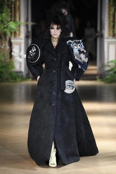 Viktor & Rolf Couture осень-зима 2019  (85083-Viktor-Rolf-Couture-FW-2019-03.jpg)