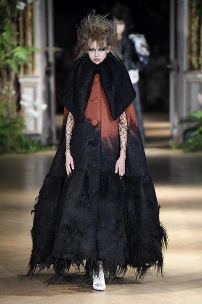 Viktor & Rolf Couture осень-зима 2019  (85083-Viktor-Rolf-Couture-FW-2019-b.jpg)