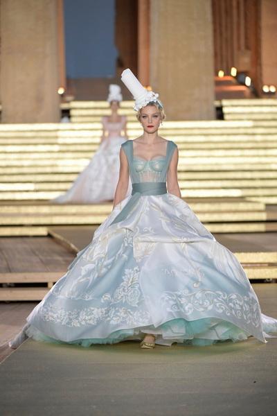Dolce & Gabbana Alta Moda осень-зима 2019-2020  (85310-Dolce-Gabbana-FW-2020-03.jpg)