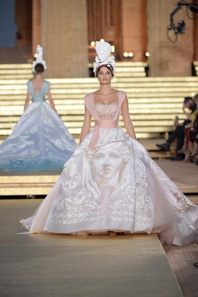 Dolce & Gabbana Alta Moda осень-зима 2019-2020  (85310-Dolce-Gabbana-FW-2020-04.jpg)
