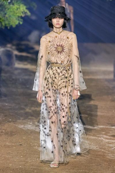 Dior весна-лето 2020 (85999-Dior-SS-2020-01.jpg)