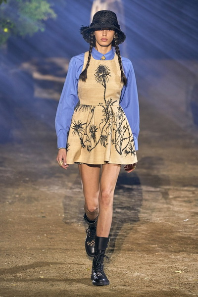 Dior весна-лето 2020 (85999-Dior-SS-2020-02.jpg)