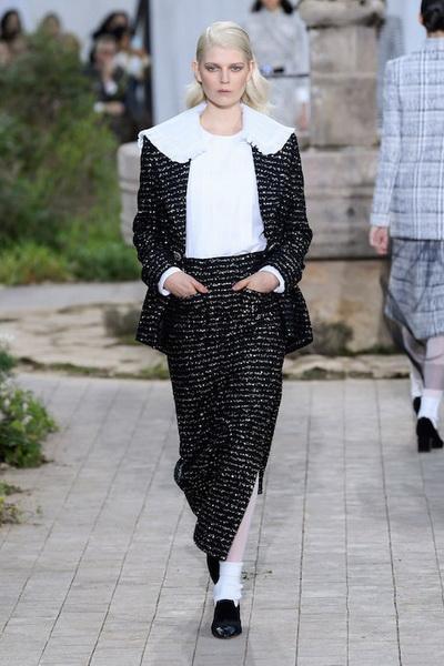 Chanel Haute Сouture весна-лето 2020 (86655-Chanel-Couture-SS-2020-b.jpg)
