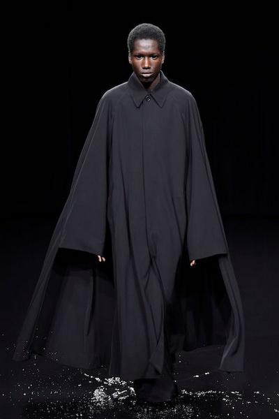 Balenciaga осень-зима 2020 (87026-Balensiagaa-AW-2020-04.jpg)