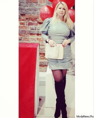 Светлана Аникина посетила Екатеринбург с fashion визитом: Светлана Аникина на официальном открытии Ekaterinburg Fashion Week с клатчем  SOLARE Impero Russo Couture/Collezione (11.03.2020)
