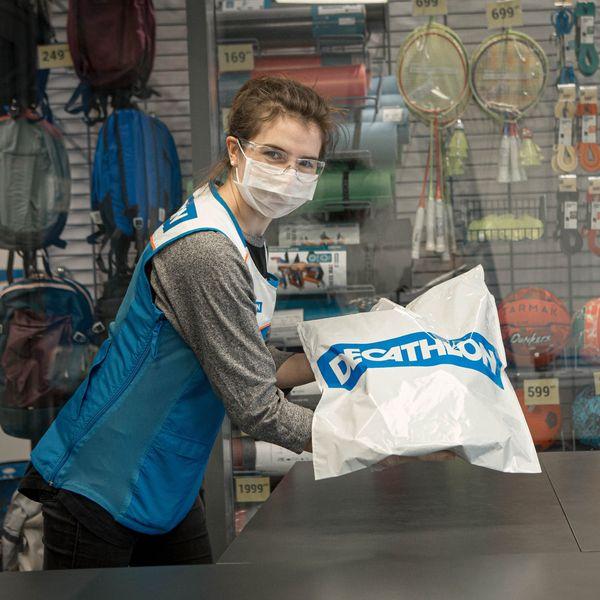 Декатлон отправил в отпуск сотрудников (87925-Decathlon-s.jpg)