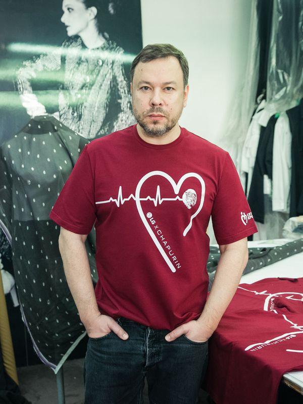 Игорь Чапурин создал футболки для социального проекта #ДНКДобра (87945-LGXCHAPURIN-b.jpg)