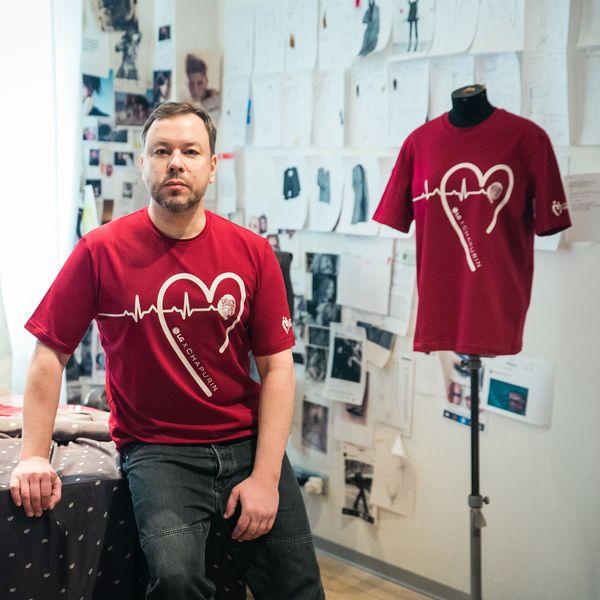 Игорь Чапурин создал футболки для социального проекта #ДНКДобра (87945-LGXCHAPURIN-s.jpg)