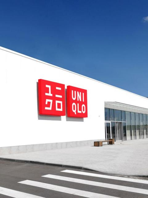 Первый в России UNIQLO у дороги (88926-uniqlo-pushkino-b.jpg)