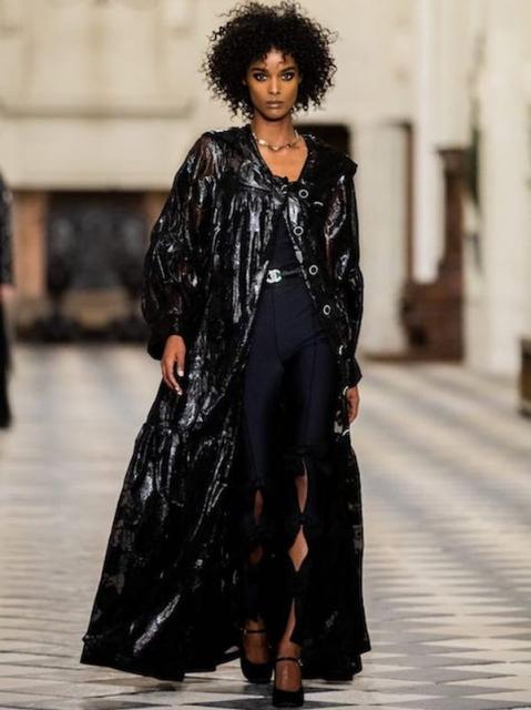 Chanel Metiers dArt 2020-21 (90668-Chanel-Metiers-Art-2021-18.jpg)