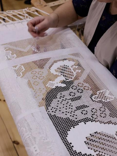 Крестецкая строчка развивает направление женской одежды (90728-krstrochka-03.jpg)