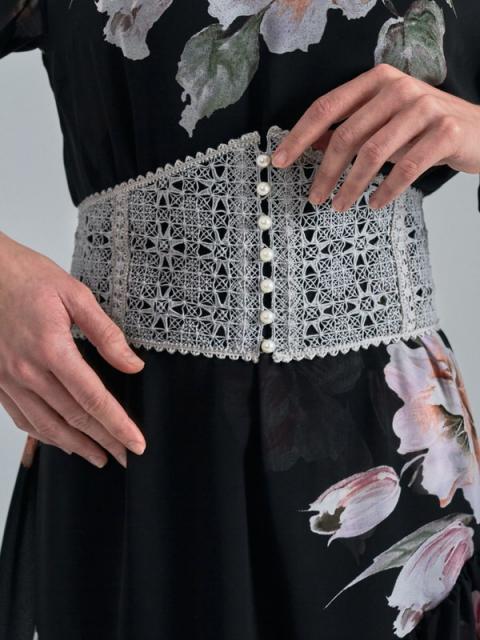 Крестецкая строчка развивает направление женской одежды (90728-krstrochka-05.jpg)
