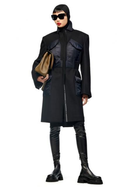 Versace Pre-Fall 2021 (90979-Versace-Pre-Fall-2021-01.jpg)