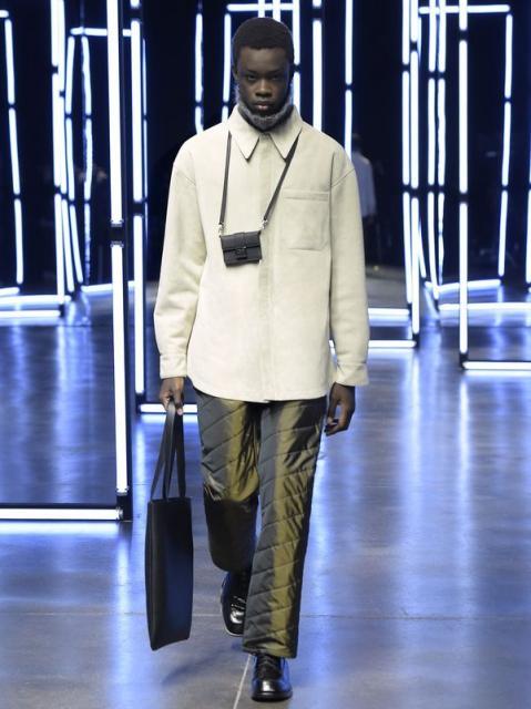 Fendi Menswear осень-зима 2021 (91062-Fendi-Menswear-FW-2021-01.jpg)