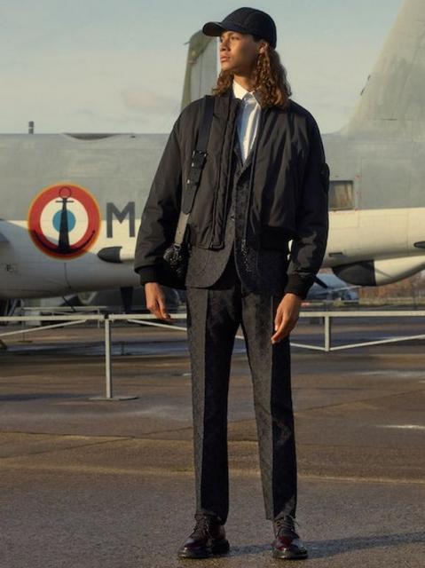 Louis Vuitton Menswear Pre-Fall 2021 (91130-Louis-Vuitton-Menswear-Pre-Fall-2021-15.jpg)