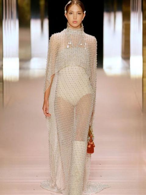 Fendi Couture весна-лето 2021 (91284-Fendi-Couture-SS-2021-01.jpg)