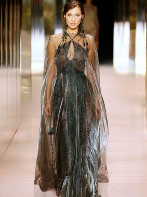 Fendi Couture весна-лето 2021 (91284-Fendi-Couture-SS-2021-07.jpg)