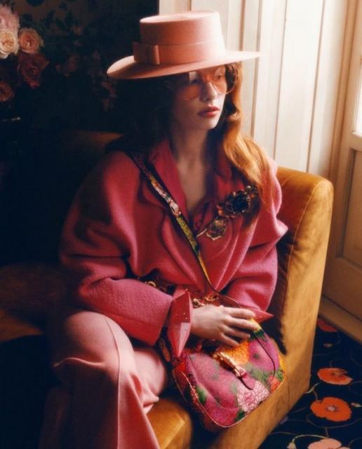 Новая коллекция Gucci в цветочных узорах (91392-Gucci-Cwetochnaya-Kollekciya-2021-01.jpg)