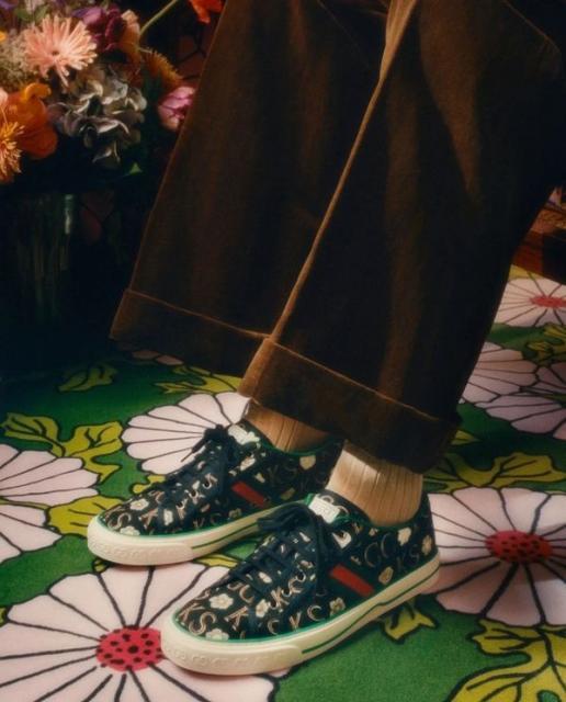 Новая коллекция Gucci в цветочных узорах (91392-Gucci-Cwetochnaya-Kollekciya-2021-03.jpg)